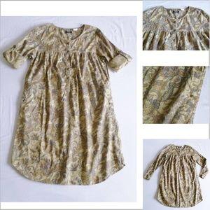 Versatile dress with unique details